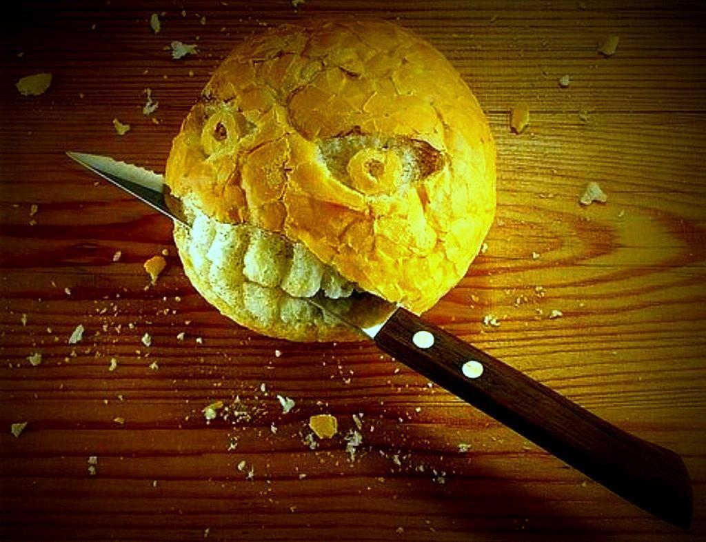 Гифки смешные, картинка как резать хлеб про характер прикольные
